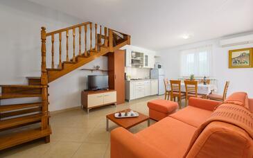 Bašanija, Living room in the apartment, WiFi.