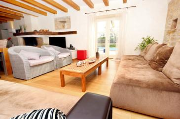 Krmed, Living room in the house, dopusteni kucni ljubimci i WIFI.