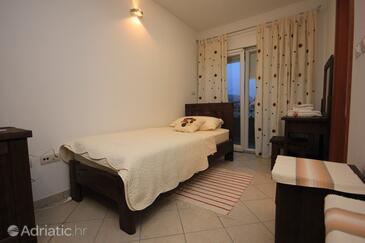 Kaštel Lukšić, Bedroom in the room, dostupna klima i WIFI.