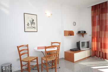 Medveja, Dining room in the studio-apartment, (pet friendly) and WiFi.