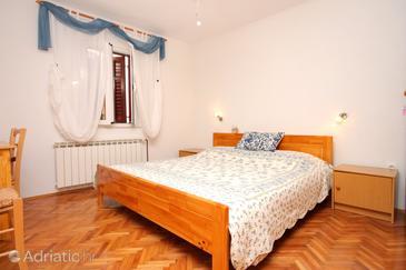 Brseč, Ložnice v ubytování typu room, domácí mazlíčci povoleni a WiFi.