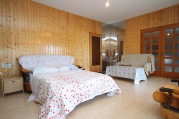 Kali, Obývací pokoj v ubytování typu apartment, dostupna klima, dopusteni kucni ljubimci i WIFI.