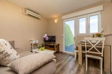 Mali Lošinj, Camera di soggiorno nell'alloggi del tipo studio-apartment, condizionatore disponibile e WiFi.