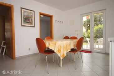Nerezine, Dining room in the apartment, air condition available, (pet friendly) and WiFi.