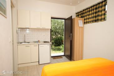Uvala Soline, Kitchen in the studio-apartment, WIFI.