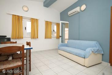 Pašman, Living room in the apartment, dostupna klima i WIFI.