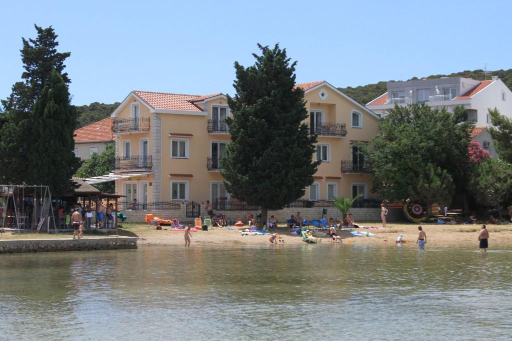 Chorvatsko písèitá pláž