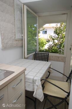 Preko, Dining room in the studio-apartment.