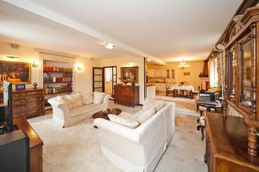 Čibača, Obývacia izba v ubytovacej jednotke house, dostupna klima i WIFI.