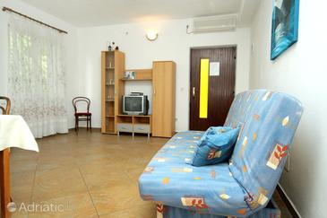 Molunat, Living room in the apartment, air condition available, (pet friendly) and WiFi.
