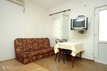 Molunat, Столовая в размещении типа studio-apartment, доступный кондиционер, Домашние животные допускаются и WiFi.