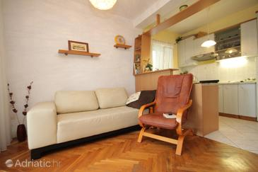 Cavtat, Living room in the apartment, (pet friendly) and WiFi.