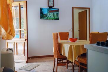 Lumbarda, Jedáleň v ubytovacej jednotke apartment, dostupna klima i WIFI.