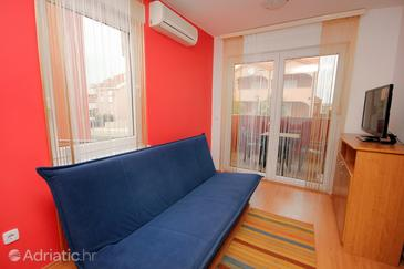 Povljana, Living room in the apartment, dostupna klima i WIFI.