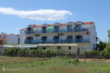 Sućuraj, Hvar, Property 3589 - Apartments near sea with pebble beach.