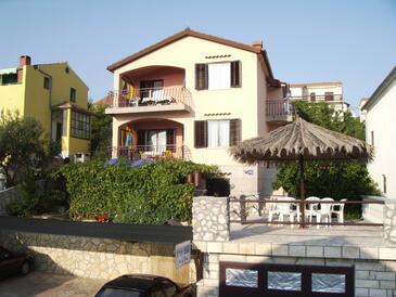 Sveti Petar, Biograd, Obiekt 359 - Apartamenty przy morzu ze żwirową plażą.