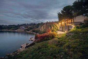Lavdara, Dugi otok, Объект 398 - Дом для отдыха вблизи моря со скалистым пляжем.