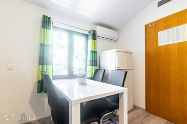 Jagodna, Jídelna v ubytování typu apartment, domácí mazlíčci povoleni a WiFi.