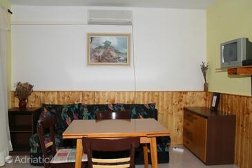 Hvar, Dining room in the studio-apartment, dopusteni kucni ljubimci.