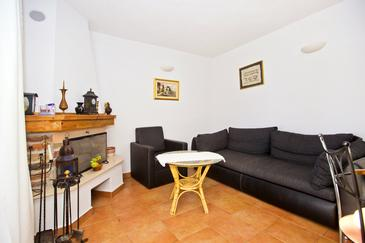 Tvrdni Dolac, Living room in the apartment, (pet friendly).