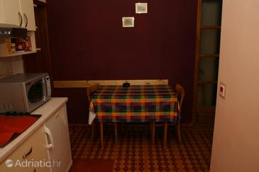 Vrboska, Dining room in the apartment, dostupna klima i WIFI.