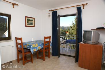 Stari Grad, Dining room in the studio-apartment, dostupna klima i WIFI.