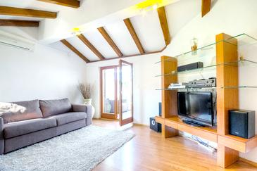 Stari Grad, Living room in the apartment, air condition available, (pet friendly) and WiFi.