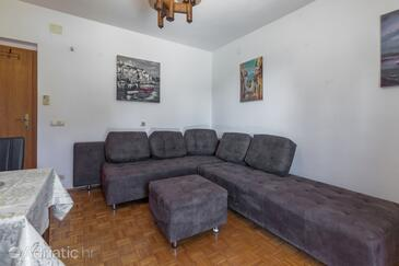 Jelsa, Living room in the apartment, air condition available and WiFi.