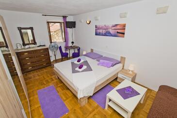 Hvar, Bedroom in the room, dopusteni kucni ljubimci i WIFI.