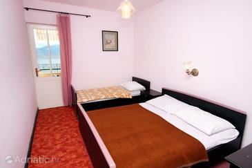 Sućuraj, Bedroom in the room, air condition available and WiFi.