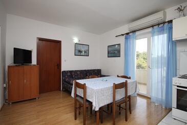 Jelsa, Dining room in the apartment, dostupna klima i WIFI.