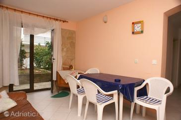 Jelsa, Dining room in the apartment, air condition available, (pet friendly) and WiFi.