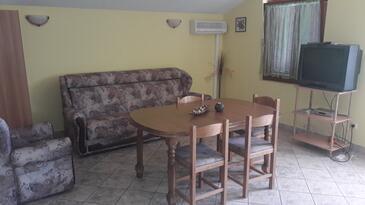 Mudri Dolac, Obývacia izba v ubytovacej jednotke apartment, domáci miláčikovia povolení a WiFi.