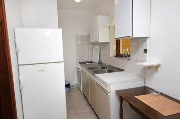 Torac, Kitchen in the apartment, (pet friendly) and WiFi.