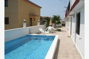 Apartments with a swimming pool Hvar - 4047