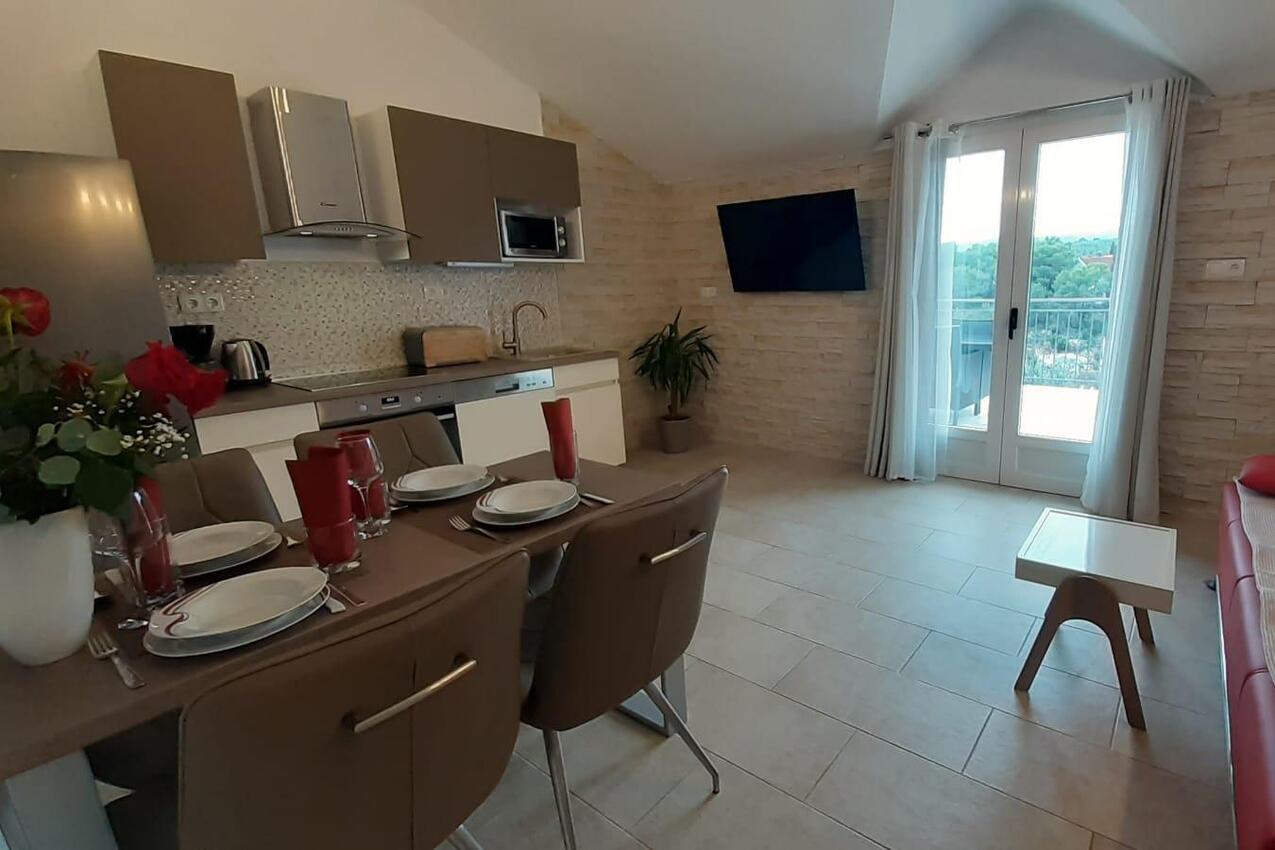 Ferienwohnung im Ort Mudri Dolac (Hvar), Kapazität 2+2 (1011513), Vrbanj, Insel Hvar, Dalmatien, Kroatien, Bild 4