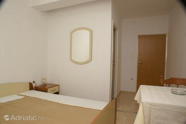 Jakišnica, Bedroom in the room, dopusteni kucni ljubimci i WIFI.