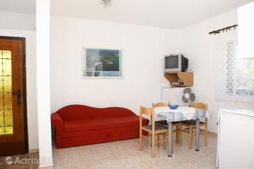Potočnica, Столовая в размещении типа studio-apartment, доступный кондиционер и WiFi.