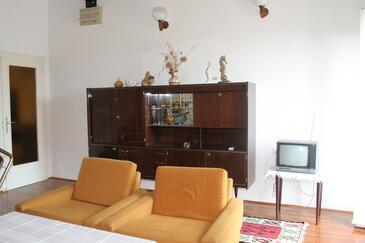 Jakišnica, Pokój dzienny w zakwaterowaniu typu house, dostupna klima, dopusteni kucni ljubimci i WIFI.