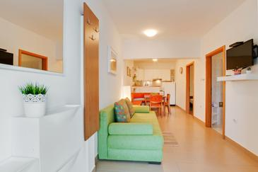 Šimuni, Living room in the apartment, air condition available, (pet friendly) and WiFi.