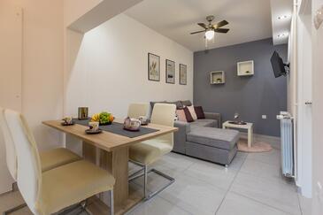 Šimuni, Dining room in the apartment, dopusteni kucni ljubimci i WIFI.