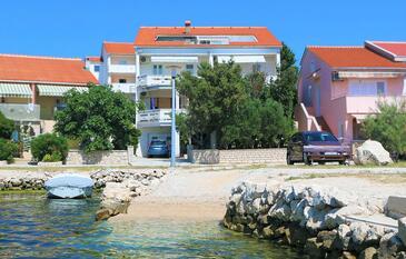 Kustići, Pag, Obiekt 4086 - Apartamenty przy morzu ze żwirową plażą.