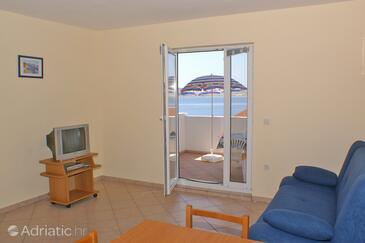 Kustići, Obývacia izba v ubytovacej jednotke apartment, domáci miláčikovia povolení a WiFi.