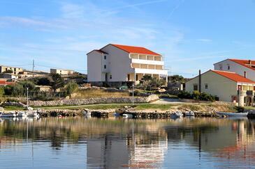 Kustići, Pag, Obiekt 4087 - Apartamenty przy morzu ze żwirową plażą.