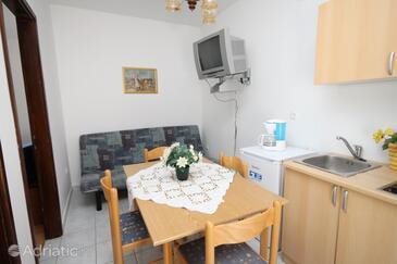 Stara Novalja, Sufragerie în unitate de cazare tip apartment, aer condiționat disponibil şi WiFi.