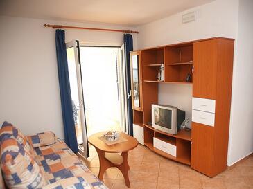 Mandre, Obývacia izba v ubytovacej jednotke apartment, klimatizácia k dispozícii, domáci miláčikovia povolení a WiFi.