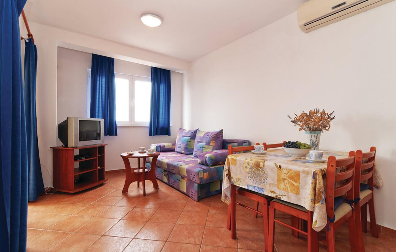 Ferienwohnung im Ort Mandre (Pag), Kapazität  Ferienwohnung  kroatische Inseln