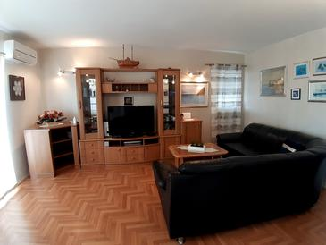 Mandre, Living room in the apartment, air condition available and WiFi.