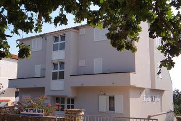 Potočnica, Pag, Property 4096 - Apartments with sandy beach.