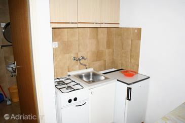 Mandre, Kitchen in the studio-apartment, (pet friendly) and WiFi.